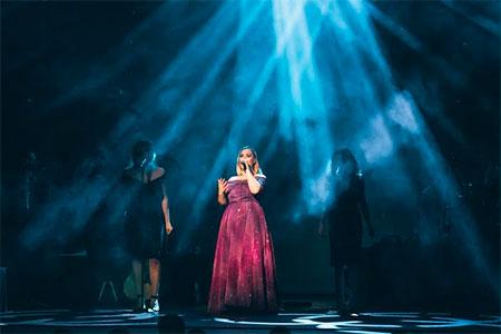 LightShark gira Adele